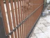 Làm cổng gỗ khung sắt