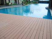 sàn gỗ lắp cho bể bơi ngoài trời