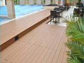 lắp sàn gỗ bể bơi ngoài trời