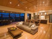 Những ưu điểm của sàn gỗ công nghiệp dùng để ốp trần nhà