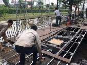 lắp sàn gỗ hồ cá Koi